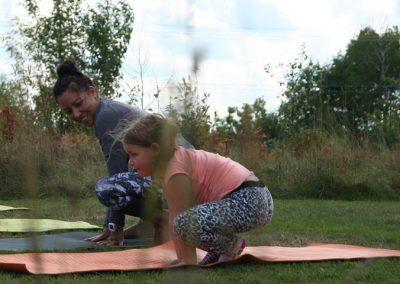 Yoga famille en plein air